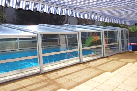 Abri de piscine télescopique VENUS intermédiaire en 3 angles